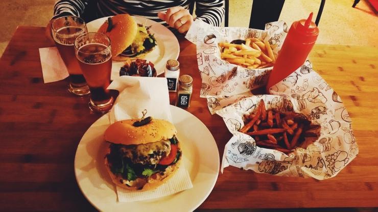 burger, hamburger, auckland, cena, viaggi, viaggiare, nuova zelanda