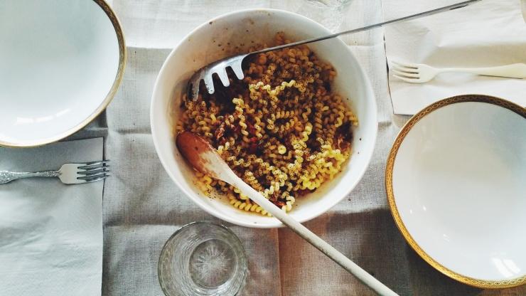 risotti e dintorni, pasta, pastasciutta, primo, fusilli, fusilli bucati, pomodori secchi, provola, semi di papavero, ricetta, ricette